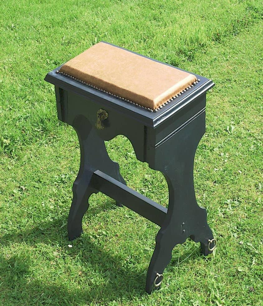 Upcycled spanking prayer stand